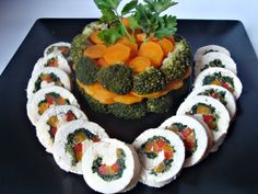 Chicken roulade with vegetables Mini Appetizers, Finger Food Appetizers, Finger Foods, Appetizer Recipes, Romanian Food, Baby Food Recipes, Carne, Food And Drink, Chicken