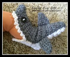 Baby shark slippers by CraftyBugCutz on Etsy Crochet Art, Hand Crochet, Shark Slippers, Crochet Photo Props, Shark Party, Baby Socks, Baby Shark, Knitting Yarn, Baby Shower Gifts