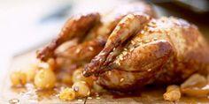 CAILLES VIGNERONNES AUX RAISINS BLONDS (Pour 4 P : 4 cailles dodues (prêtes à cuire) • 4 tranches de lard fumé • 2 belles grappes de raisin (du muscat) • 4 petites feuilles de vigne • 3 cl de cognac • 30 g de beurre • 2 pincées de muscade râpée • sel et poivre blanc) 20 Min, Cookies Et Biscuits, Pork, Meat, Chicken, Food Ideas, Gourmet, Torte Recipe, Venison