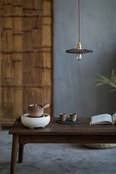 MoriMa Tea is an online Chinese Tea retailer and wholesaler, our office is located in the beautiful and charming Chinese coastal city - Xiamen. Chinese Tea Room, Zen Tea, Zen Room, Tea Art, Japanese House, Tea Ceremony, House Design, Interior Design, People