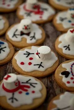 Melted Snowman Cookies http://diycozyhome.com/super-cute-melted-snowman-cookies