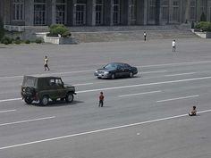 Los coches son cada vez más comunes en Pyongyang.