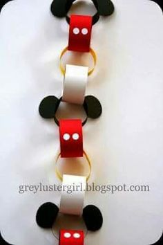 (^o^) Kiddo (^o^) Crafts - Disney Countdown Chain Tutorial with Mickey Ears Template Mickey Christmas, Christmas Diy, Disney Christmas Crafts, Xmas, Christmas Ornaments, Disney Countdown, Countdown Calendar, Trip Countdown, Educational Crafts