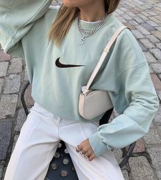 Follow our Pinterest Zaza_muse for more similar pictures :) Instagram: @zaza.muse |  sweat styles Outfits For Teens, Fall Outfits, Casual Outfits, Cute Outfits, Flannel Outfits, Sweatpants Outfit, Tumblr Outfits, Trend Fashion, Fashion Outfits