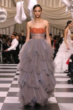 Dior couture spring/summer 2018 collection - Dior Dress - Ideas of Dior Dress - Maria Grazia Chiuri demonstrates the link between couture and modern art Dior Haute Couture, Style Couture, Fashion Week, Runway Fashion, High Fashion, Fashion Show, Fashion Trends, Net Fashion, Fashion Ideas