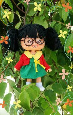 De boneca maçãzinha para Chiquinha.  Minha primeira customização.