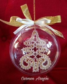 Bola de Navidad con encaje de bolillos