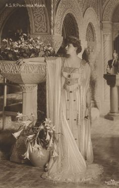 Marie of Romania at her residence, the Cotroceni Palace. She wears a circle diamond tiara, a gift from her mother Marie Alexandrovna, Duchess of Edinburgh and of Saxe-Coburg-Gotha Queen Mary, King Queen, Romanian Royal Family, Maltese Cross, Royal Jewels, Kaiser, Queen Victoria, British Royals, Vintage Photos
