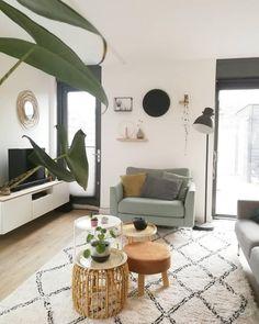 De Scandinavische look creeër je door veel wit met lichte pastelkleuren Bedroom Carpet, Living Room Carpet, Home Living Room, Interior Decorating, Interior Design, Best Carpet, New Homes, House Design, Furniture
