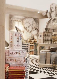 The British Library's Alice in Wonderland Pop-up Shop #aliceinwonderland #popup
