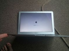 MacBook Air survives 1,000-foot plunge out of plane