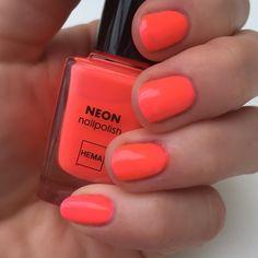 Lekker opvallen doe je met de neon nagellakjes van #HEMA. #nails #beauty #summer
