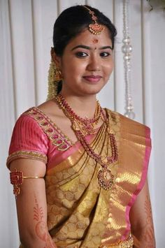 traditional south indian bride wearing bridal saree and jewellery reception look makeup by South Indian Weddings, South Indian Bride, South Indian Sarees, Bridal Looks, Bridal Style, Indian Jewellery Design, Bridal Jewellery, Jewellery Designs, Indian Jewelry