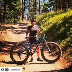 This awesome full-sus fatties looks ready to conquer anything! #Repost @queenvlb with @repostapp ・・・ Salsa demo day, got to try out a Bucksaw Fat Bike, and it was fun.. #funfatbike #salsafatties #dirtyriding #mountainbiking