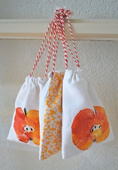 mamas stuff: Print / Painting / coloring bags for dried apple - printed with half apple & used as bunting & bags approx) Fall Crafts, Diy And Crafts, Bunting Bag, Apple Festival, Apple Prints, Autumn Activities, Fall Diy, Birthday Party Favors, Textiles