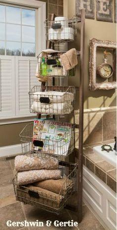 Love this idea bath time badezimmerideen, badezimmer, badezimmer dekor. Diy Casa, Storage Baskets, Wire Baskets, Storage Ideas, Wire Storage, Wire Basket Decor, Ladder Storage, Storage Solutions, Ladder Shelves