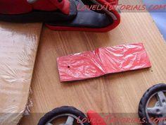 мотоцикл из мастики -how to make fondant gumpaste motorcycle - Мастер-классы по украшению тортов Cake Decorating Tutorials (How To's) Tortas Paso a Paso Lovely Tutorials, Cake Decorating Tutorials, Gum Paste, Cake Toppers, Vespa, Templates, Cars, Polymer Clay, Wasp