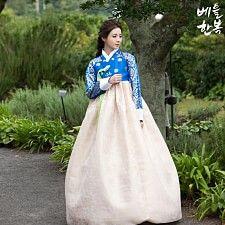 Korean traditional clothes.(dress) #한복 #hanbok #modern #korean #bleu #snap #pattern #style #top #natural #하객의상 #전통한복 #고급한복 #어머니한복 #여자한복 #여성한복 #예쁜한복대여 #한복대여 #한복디자인 #저고리 #치마 #전통의상 #대한민국 #한국 #옷 #패션 #하객한복대여 #결혼식하객패션