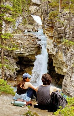 5 Stunning Hikes to do Along the Icefields Parkway - Hike Bike Travel Thru Hiking, Camping And Hiking, Camping Life, Hiking Trails, Backpacking Trips, Road Trips, Banff National Park, National Parks, Canadian Travel