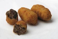 Bechamel de Morcilla con su particular aroma y una finísima textura y leche de caserío con un empanado crujiente. Croqueta de morcilla de Ameztoi.com.
