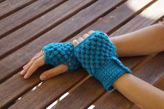 Guantes sin dedos de croche. Crocheted fingerless gloves.