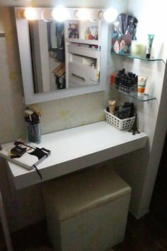 Small space beauty bar with dressing room lights. Vanity Room, Diy Vanity, Small Room Bedroom, Room Decor Bedroom, Cute Teen Rooms, Indian Bedroom Decor, Indian Home Interior, Kids Bedroom Designs, Upstairs Bathrooms
