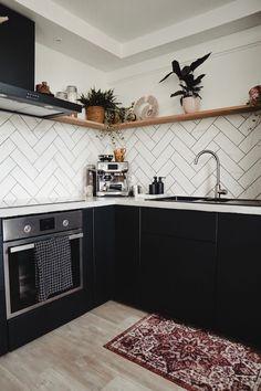 Keuken make-over - Marit Andrea Kitchen Reno, Kitchen Backsplash, New Kitchen, Kitchen Dining, Kitchen Cabinets, Black Kitchens, Home Kitchens, Boho Kitchen, Black Cabinets