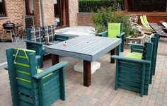 Build Household Items with Reused Shipping Pallets | DIY Motive Pallet Lounge, Diy Pallet Sofa, Wooden Pallet Projects, Wooden Pallets, Pallet Wood, Diy Projects, Rustic Outdoor Furniture, Pallet Patio Furniture, Diy Outdoor Table