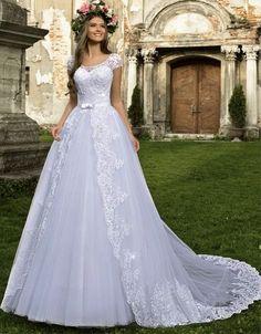 Foi na antiga Grécia que o vestido de noiva começaram por ter alguma importância. Na altura os vestidos eram coloridos, para poderem ser usados em outras...