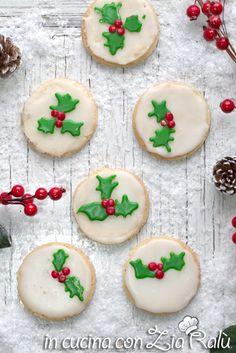 Biscotti natalizi glassati decorati - In cucina con Zia Ralù Zia, Biscotti, Sugar, Cookies, Desserts, Food, Crack Crackers, Tailgate Desserts, Deserts