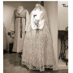 No photo description available. Traditional Dresses Designs, Traditional Wedding Dresses, Traditional Fashion, Traditional Outfits, Hanbok Wedding, Muslimah Wedding Dress, Korean Bride, Korean Wedding, Oriental Fashion
