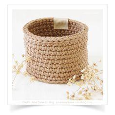 """Mini-panier ou cache-pot """"Marron glacé"""" réalisé au crochet avec du fil coton Natura XL. Dimensions ext. ± Ø. 10,5 x h.7 cm ! Trop tard, adopté !"""