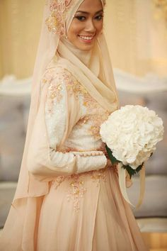 Beautiful blush tones You can create a veil effect with an extra long hijab. Advantage: looks way more effortless and subtle than adding an actual tulle veil over. Muslimah Wedding Dress, Muslim Wedding Dresses, Muslim Brides, Designer Wedding Dresses, Muslim Dress, Hijab Dress, Bridal Hijab, Hijab Bride, Wedding Hijab