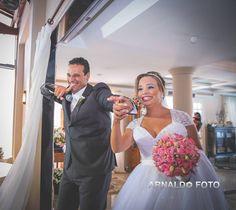 Foto por Arnaldo Peruzo ❤ Ligia & Camargão em Vila Velha/ES. Decoração de casamento romântica em candy colors   Romantic Wedding