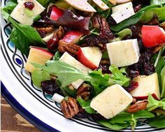 Exquise salade d'hiver aux pommes et au brie - Recettes - Ma Fourchette Fruit Salad, Cobb Salad, Feta, Cantaloupe, Healthy Recipes, Healthy Food, Buffet, Side Dishes, Salads