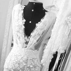 """149 curtidas, 11 comentários - M A R I   G O D O Y (@marianagodoy.estilista) no Instagram: """"Boho com Glamour !   #noiva #marriage #sayido #casamento #vestidodenoiva #noiva2017 #noiva2018…"""""""