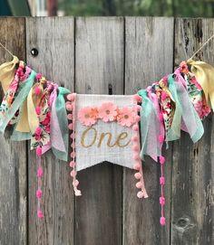 Mat /& bannière Fleurs Roses /& buterflies 1st Anniversaire Chaise Haute Décoration Kit