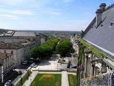 Vista de los Jardines de Clemenceau, en Angouleme, desde lo alto de su Ayuntamiento.