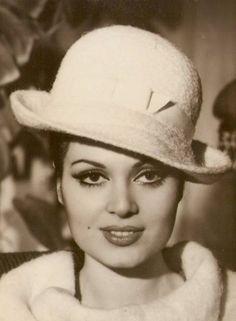 türkan şoray Foto Blog, Celebrity Stars, Celebrity Photography, Turkish Fashion, Turkish Style, Brunette Beauty, Old Actress, I Icon, Old Movies