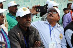 राजनांदगांव जिले के पंचायत प्रतिनिधियों ने देश के दूसरे सबसे बड़े क्रिकेट स्टेडियम का अवलोकन किया. भव्य मैदान में हरी-हरी घास चादर की तरह बिछी हुई नजर आ रही थी. आकर्षक दर्शक दीर्घा में बैठकर प्रतिनिधियों ने स्टेडियम को काफी देर निहारा.