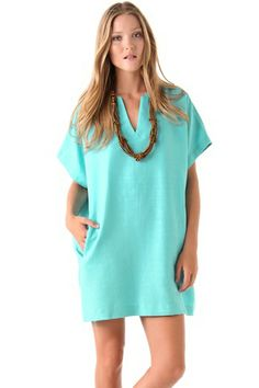 Stay cool in chick in the vines in this cute turquoise dress l 5 Pretty Dresses For The Perfect Weekend In Wine Country #refinery29 #winecountryfashion #winecountrystyle