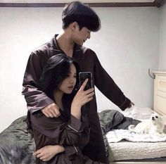 Image about love in couples by Valeria JP on We Heart It Couple Ulzzang, Ulzzang Girl, Cute Relationship Goals, Cute Relationships, Healthy Relationships, Cute Korean, Korean Girl, Parejas Goals Tumblr, Couple Goals Cuddling