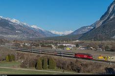 Die frisch lackierte Re 460 046 schiebt am 19. März 2016 einen IR bei Sierre in Richtung Brig. Swiss Railways, Train Tracks, Locomotive, Trains, Mountains, Nature, Life, Train, Pictures