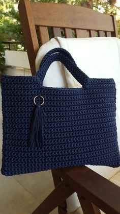 Crochet purses and handbags or authentic crochet handbags on sale then visit internet site above simply press the grey link for more details ladiesdesignerbagsdesignerhandbag bestcrochethandbag – Artofit Crochet Vinyl String Handbag F This is another ea Mode Crochet, Crochet Shell Stitch, Crochet Tote, Crochet Handbags, Crochet Purses, Crochet Crafts, Crochet Stitches, Crochet Projects, Knit Crochet