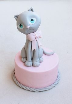 Fondant Cat Cake Topper Step-by-Step Tutorial