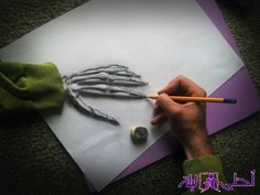 Skullhand Amazing anamorphic illusion drawings by Ramon Bruin. 3d Pencil Art, 3d Pencil Drawings, Realistic Drawings, Cool Drawings, 3d Illusion Drawing, Illusion 3d, Illustration Au Crayon, 3d Optical Illusions, Paper Drawing