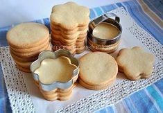 La ricetta della pasta frolla perfetta per realizzare dei biscotti decorati, mantiene in cottura la forma data e i biscotti sono più semplici da decorare.