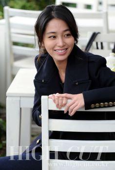 Lee Min-jung at Haeundae for High Cut Jung So Min, High Cut Korea, Lee Byung Hun, Korean Wave, Korean Actresses, Beautiful Asian Girls, Korean Beauty, Korean Drama, Celebrities