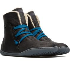 Our Peu women's booties are modeled after the shape of the foot with a unique silhouette that retains all the benefits of barefoot walking.