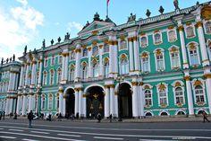 Il Museo dell'Hermitage si trova a San Pietroburgo, in Russia, ed espone opere di Caravaggio, Francesco Casanova, Paul Cézanne, Leonardo da Vinci, Henri Matisse, Vincent Van Gogh e molti altri.